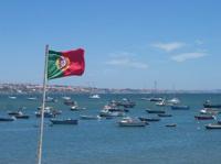 Flagge im Hafen Portugals
