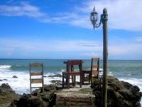 Stühle am Strand von Costa Rica