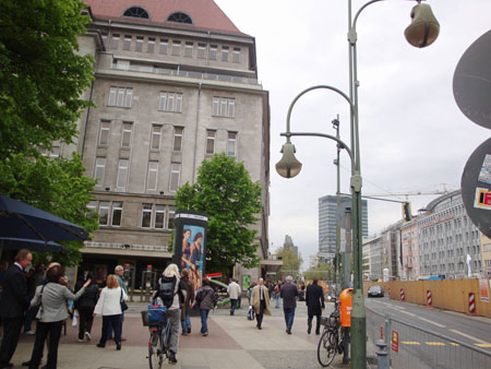Blick vom Wittenbergplatz durch die Tauentzienstraße auf Europa-Center und Gedächtniskirche