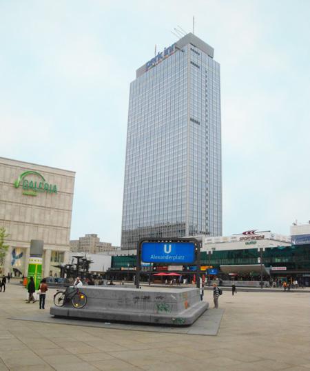 Das riesige Park Inn-Hotel am Alexanderplatz