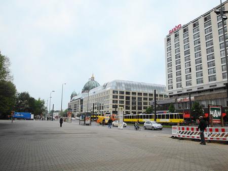 Der Alexanderplatz mit Blick auf den Berliner Dom.