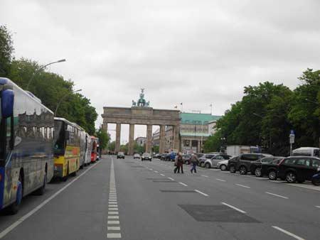 Platz des 18.März mit Brandenburger Tor und Hotel Adlon