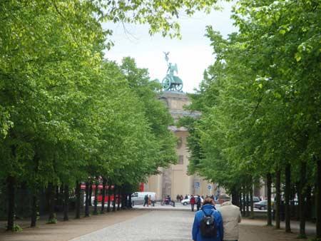 Weg vom Reichstag zum Brandenburger Tor