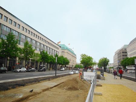 Russische Botschaft, Hotel Adlon und Brandenburger Tor