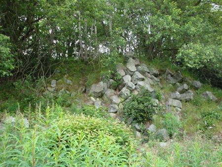 Eine Besonderheit: Schrägliegende Basaltsäulen