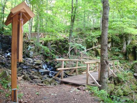Brücken und Geländer am Wasserfall (Teufelsmühle)