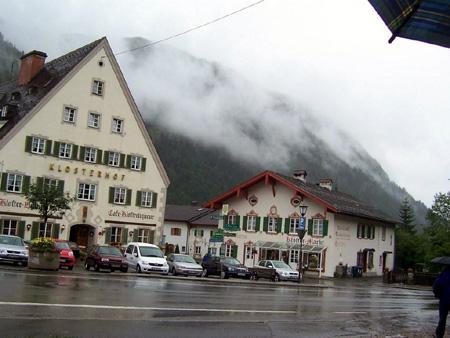 Klosterhof, Kloster-Brauerei, Kloster-Cafe und Kloster-Markt