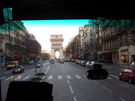 Arc de Triomphe: der Triumphbogen vor uns