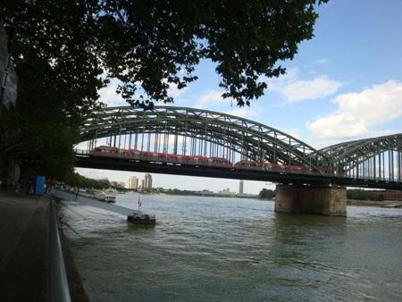 S-Bahn auf der Hohenzollernbrücke