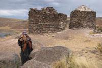 Ein Musiker auf einem Hügel in Peru