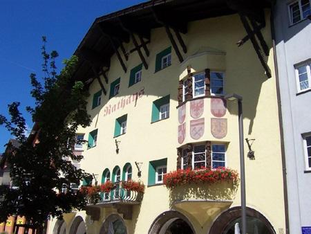 Das Rathaus von Telfs im Inntal.