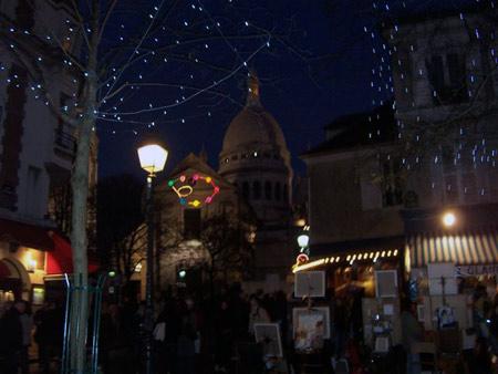 Montmartre und Sacre Coeur bei Nacht Paris in festlichem Licht...
