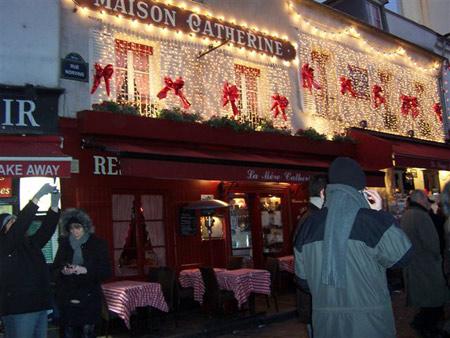 Montmartre bei Nacht in weihnachtlicher Stimmung