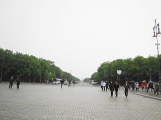 Die Straße des 17. Juni ist die Verlängerung der Straße Unter den Linden