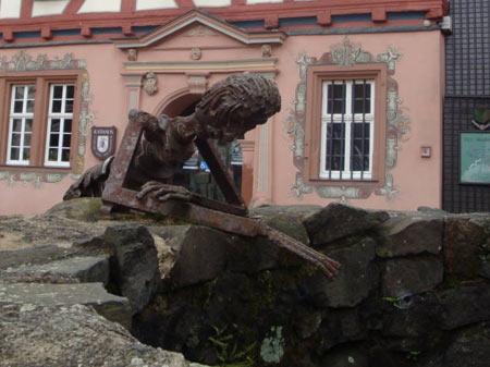 Rathaus Grünberg mit Marktbrunnen