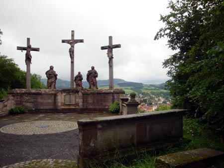Drei Kreuze über Poppenhausen