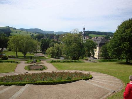 Blick vom oberen Schloßpark auf die Stadtkirche