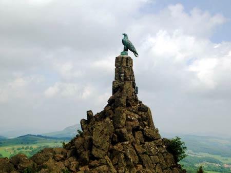 Das Adler-Denkmal von nahem