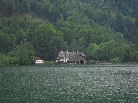 Fischerhaus am anderen Ufer des Mondsee