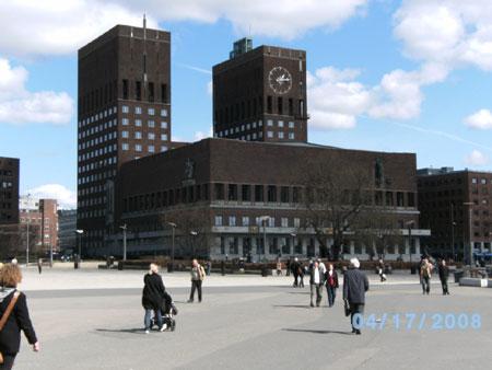 Rathaus von Oslo mit seinen zwei Türmen