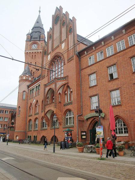 Das Rathaus von Köpenick, ein Gebäude aus rotem Backstein