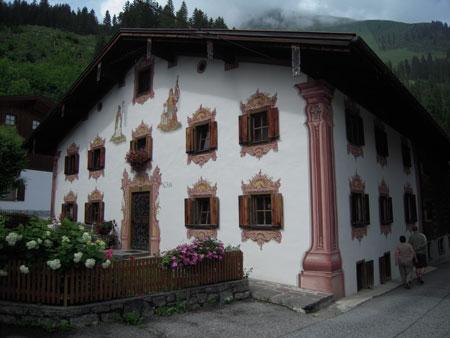 Elbigenalp Hausfassade