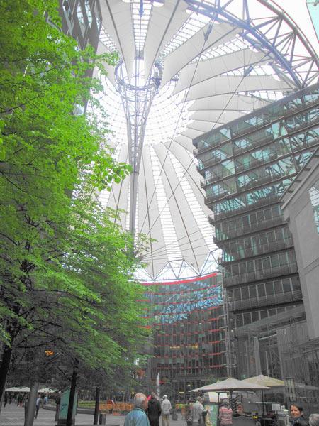 Das Forum, Kuppel aus Stahl und Glas