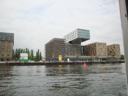 Ein architektonisches Wunder, der Bau hängt quasi in der Luft.