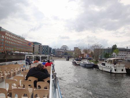 Die Kuppel des Reichstags kommt in Sichtweite.