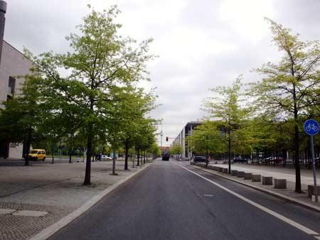 Blick vom Regierungsviertel zum Fernsehturm