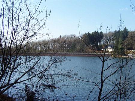 Schevelinger Talsperre - Blick auf den Staudamm