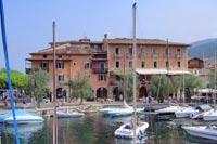 Gardasee: Torri del Benaco, der Yachthafen