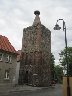 Turm aus Feldsteinen