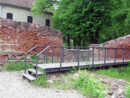 Schlossmauer- und Kellerreste