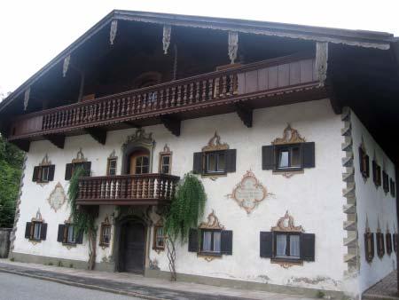 Haus neben dem Gasthof