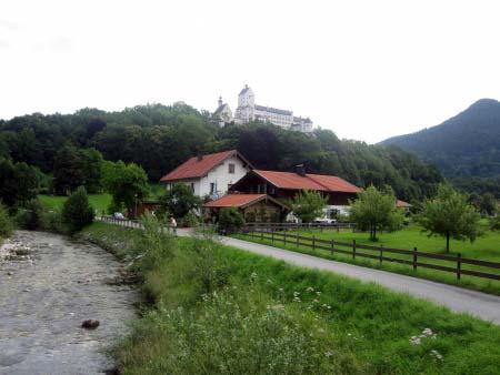 Die Prien mit Schloss Hohenaschau