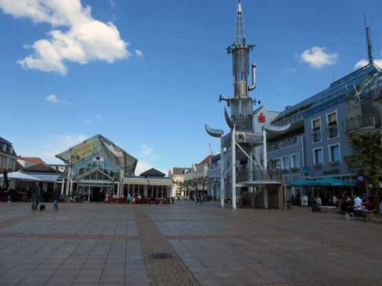 Modernes Denkmal am Markt von Aurich