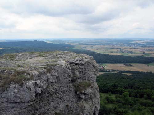 Viele natürliche Aussichtsplattformen