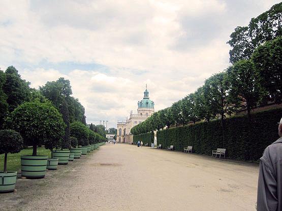 Der Zugang zum Schlosspark