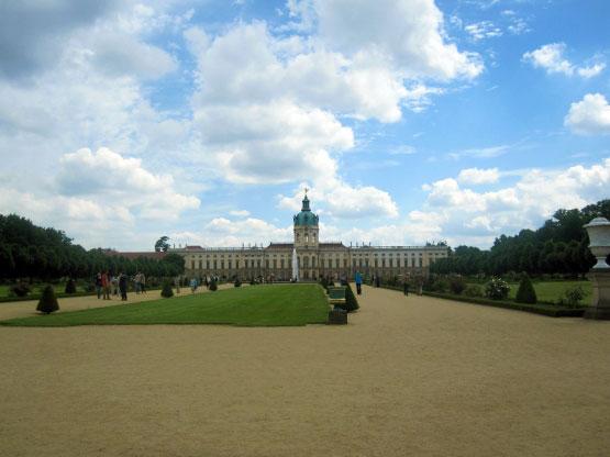 Der weitläufige Schlosspark