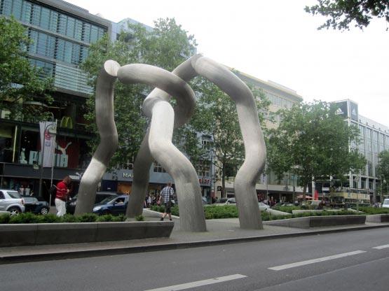 Skulptur der Wiedervereinigung, Tauentzienstrasse, Berlin