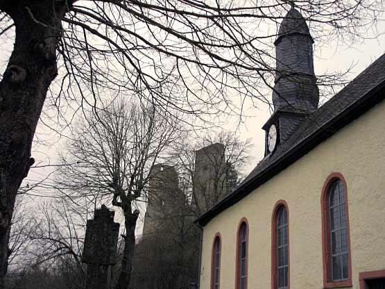 Schönecken Kapelle und Burgruine