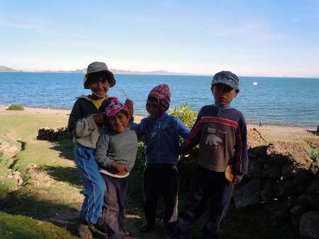 Kinder am Titicacasee