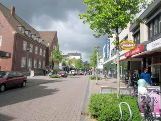 Bahnhofstraße mit Postamt