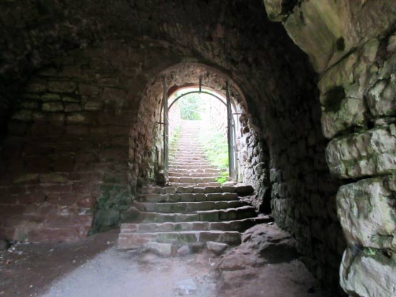 Hauptburg, einst durch 2 Tore gesichert.