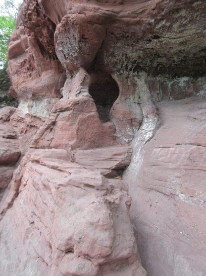 Überall Höhlen und Grotten