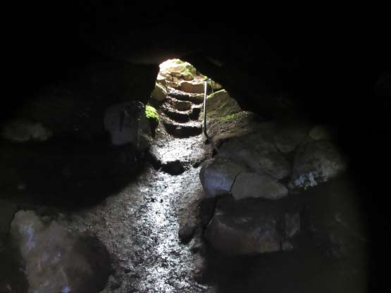 Rother Mühlsteinhöhle - Höhleneingang