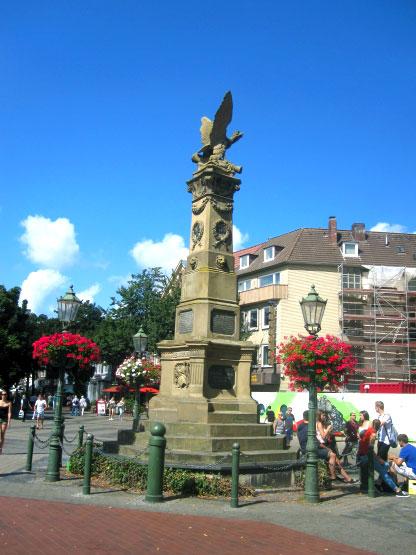Platz und Denkmal in Leer