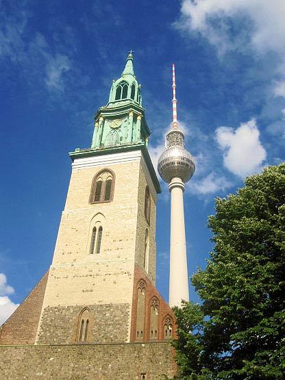 Marienkirche vor Fernsehturm