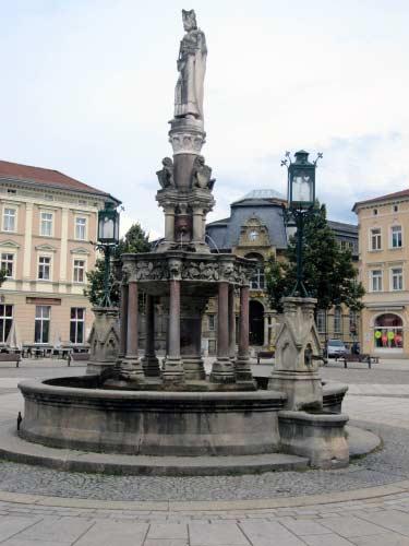 Meiningen Brunnen vor der Kirche